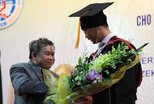 Phó Thủ tướng Đức gốc Việt nhận bằng tiến sĩ danh dự - 7