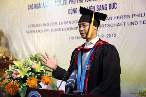 Phó Thủ tướng Đức gốc Việt nhận bằng tiến sĩ danh dự - 10