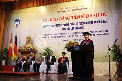 Phó Thủ tướng Đức gốc Việt nhận bằng tiến sĩ danh dự - 3