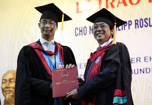 Phó Thủ tướng Đức gốc Việt nhận bằng tiến sĩ danh dự - 6
