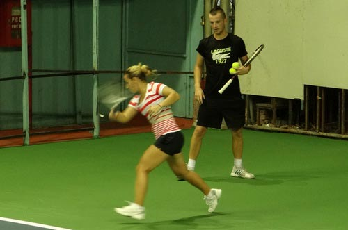 Cibulkova tự lau sân để tập luyện - 6