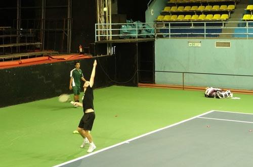 Cibulkova tự lau sân để tập luyện - 7