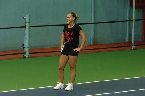 Cibulkova tự lau sân để tập luyện - 8