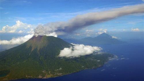 Núi lửa phun, Indonesia sơ tán dân - 1