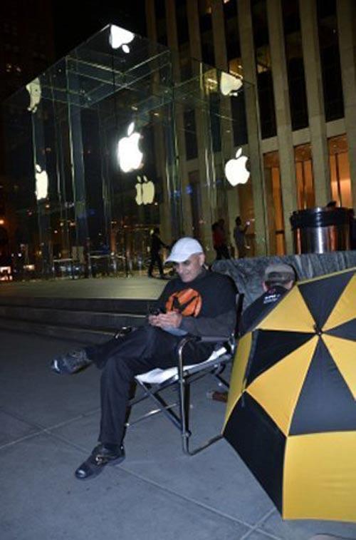 Bắt đầu xếp hàng chờ mua iPhone 5 - 2