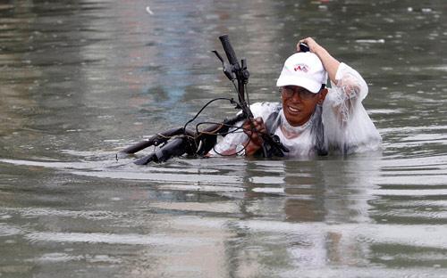 Hình ảnh về sức tàn phá dữ dội của bão Sanba - 12