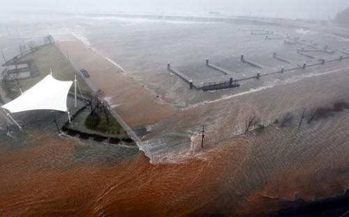 Hình ảnh về sức tàn phá dữ dội của bão Sanba - 7