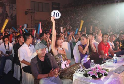 Thu Minh so vẻ gợi cảm bên Hà Anh - 11