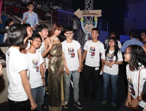 Thu Minh so vẻ gợi cảm bên Hà Anh - 12