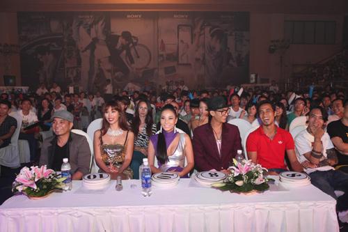 Thu Minh so vẻ gợi cảm bên Hà Anh - 7