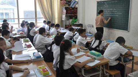 Lớp học bên mương bốc mùi giữa Thủ đô - 2