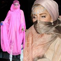 Lady Gaga mặc áo hồi giáo trong suốt