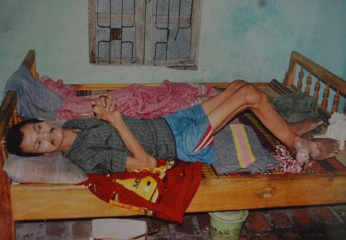 Mẹ liệt giường, hai con cũng chờ chết - 3
