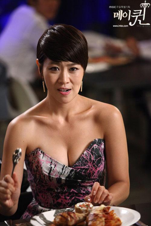 Cảnh khoe ngực lộ liễu của phim Hàn - 1