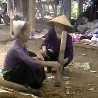 Chuyện về ngôi làng phụ nữ nghiện thuốc lào