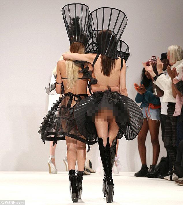 """Cô dâu lộ """"điểm nóng"""" tại London FW - 4"""