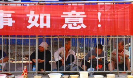 Trung Quốc: Gom ăn mày vào lồng sắt - 2
