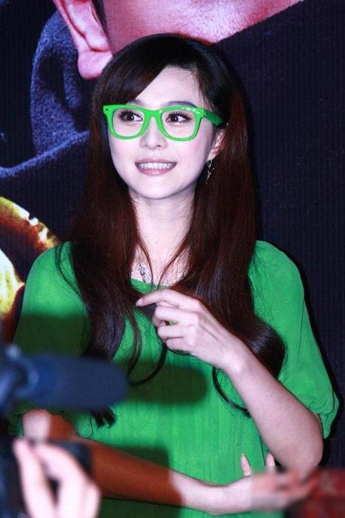 Sao Cbiz hóa ngây thơ với kính Nobita - 5