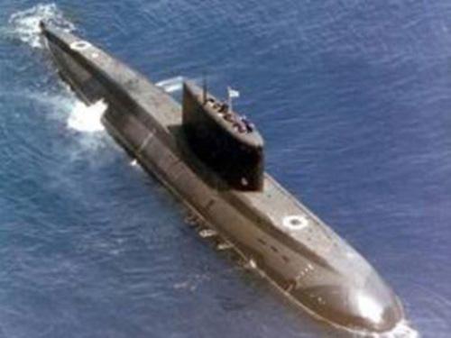 Mỹ tập trận, Iran hạ thủy tàu ngầm đối phó - 1