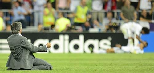 """Những màn ăn mừng """"độc"""" của Mourinho - 1"""