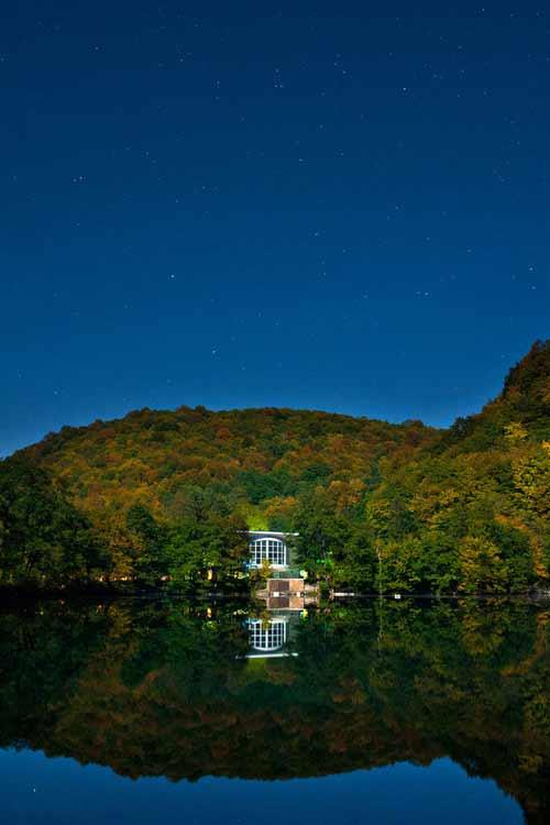 Bí ẩn dưới đáy hồ nước xanh ngắt kì ảo - 9