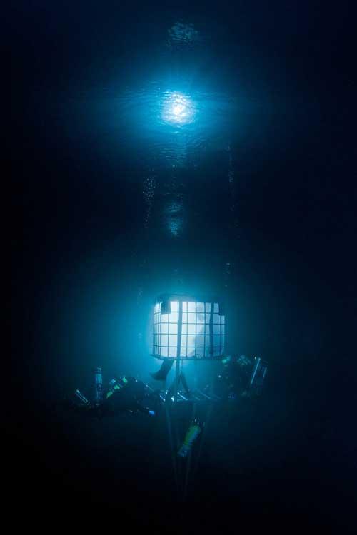 Bí ẩn dưới đáy hồ nước xanh ngắt kì ảo - 15