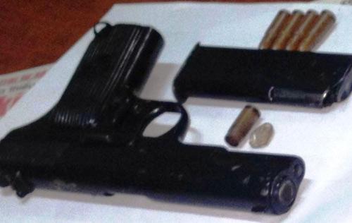 Nghịch tử xách súng định bắn mẹ và em gái - 2