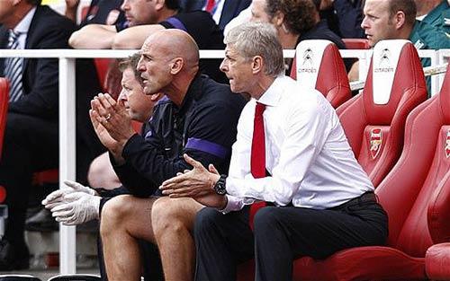 Arsenal: Hàng thủ và đôi cánh - 1