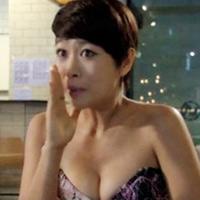 Cảnh khoe ngực lộ liễu của phim Hàn
