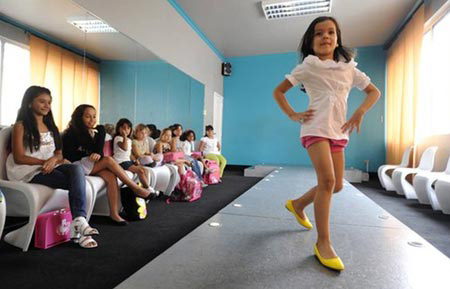 Cơn sốt đào tạo hoa hậu ở Venezuela - 1