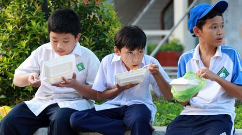 Trường thiếu phòng, học trò thiếu sức - 1
