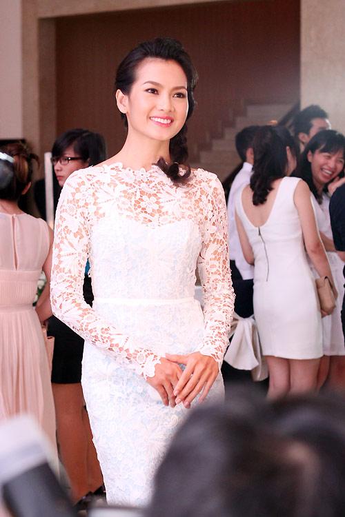 Diva Hồng Nhung nõn nà tuổi 42 - 13