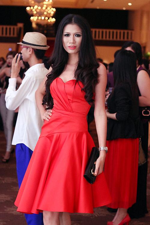 Diva Hồng Nhung nõn nà tuổi 42 - 15