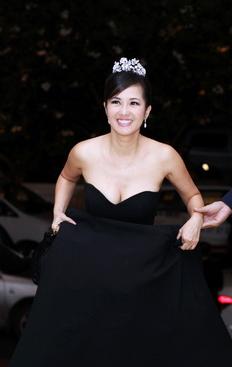 Diva Hồng Nhung nõn nà tuổi 42 - 2
