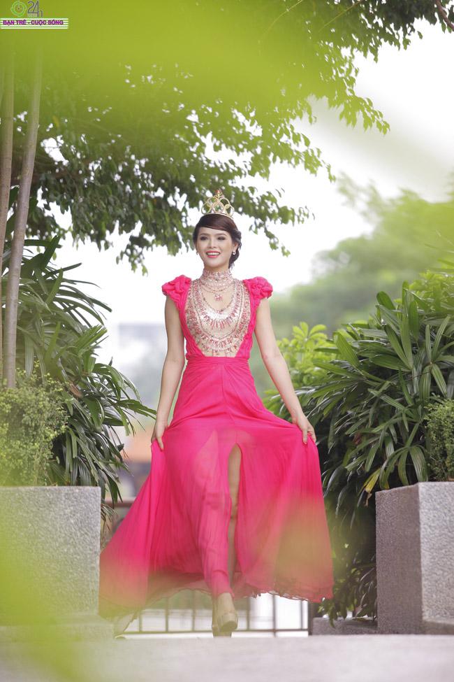 Diệp Anh chửi đổng kẻ 'phá đám' Miss Sport   Hương Thảo trở thành Nữ hoàng sắc đẹp Hương Thảo thân thiết bên hoa hậu Ba Lan  Hương Thảo đoạt giải Hoa hậu cộng đồng