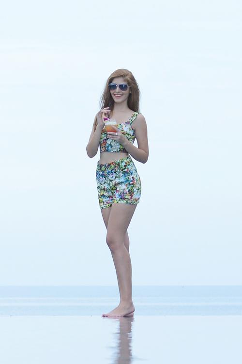 Andrea Aybar gợi cảm ở bể bơi - 13