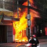 An ninh Xã hội - Đốt 5 xe máy, đốt luôn cả nhà vì giận vợ