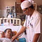Tin tức trong ngày - Vị bác sĩ nhiều lần hiến máu cứu bệnh nhân