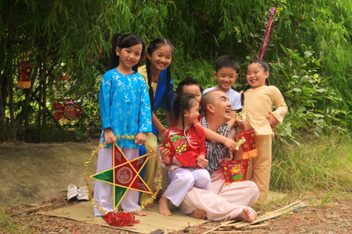 Quốc Thuận làm chú Cuội bên trẻ nhỏ - 14