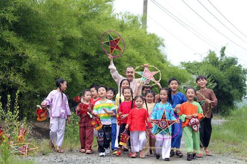Quốc Thuận làm chú Cuội bên trẻ nhỏ - 8