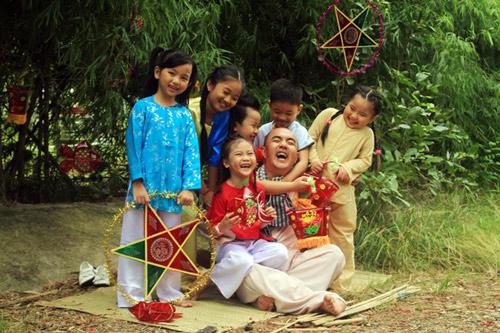 Quốc Thuận làm chú Cuội bên trẻ nhỏ - 15