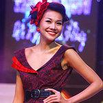 Thời trang - Thanh Hằng xuất hiện, khán giả… gào rú