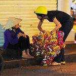 Thời trang - Nghệ sĩ Việt tất tả trao quà trung thu