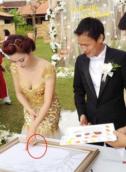 Nhẫn đính hôn lung linh của mỹ nữ Việt - 13