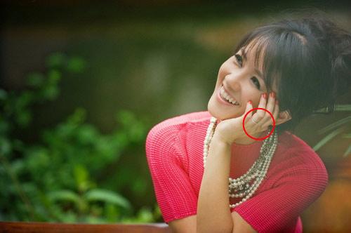 Nhẫn đính hôn lung linh của mỹ nữ Việt - 15