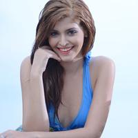 Andrea Aybar gợi cảm ở bể bơi