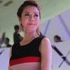 Jennifer Phạm 'khoe' đường cong tại Mercedes