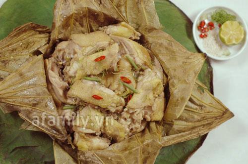 Đổi món cho cả nhà với gà hấp lá sen - 11
