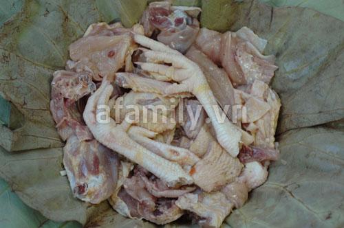 Đổi món cho cả nhà với gà hấp lá sen - 7