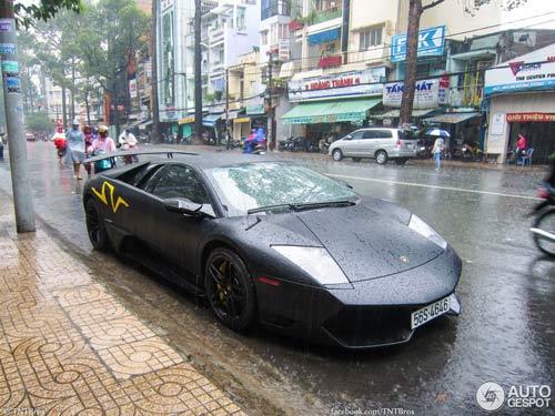 Bộ đôi siêu xe tại Việt Nam lên báo nước ngoài - 4
